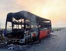 Hành khách hoảng loạn khi may mắn thoát khỏi chiếc xe bốc cháy