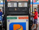 """Giá xăng liệu có """"tăng sốc"""" vào ngày mai?"""