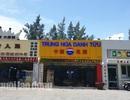 """Cận cảnh """"phố Trung Quốc"""" dọc sân bay Nước Mặn Đà Nẵng"""