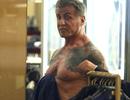 """73 tuổi, """"Rambo"""" Sylvester Stallone vẫn sở hữu thân hình săn chắc"""