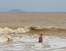 Nhóm sinh viên vừa ra trường tắm biển gặp nạn, 1 người tử vong
