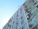 Bé 8 tuổi nhảy lầu tự tử từ tầng 9 vì bị cha mẹ đánh