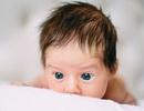 Tại sao trẻ sơ sinh rụng tóc?