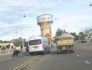 Tài xế của Văn phòng UBND tỉnh bị tước bằng lái vì vượt ẩu trên cầu