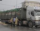 Xe máy bị cuốn vào gầm xe tải, 2 phụ nữ thương vong