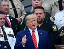 """Chiến lược của ông Trump trong những ngày """"bão tố"""" ở Nhà Trắng"""