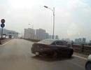 Quay đầu ô tô trên cầu Vĩnh Tuy, tài xế gây tai nạn cho hàng chục xe phía sau