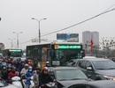 """Người, xe lại """"chôn chân"""" trên đường trở lại Hà Nội sau đợt nghỉ lễ"""