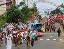 """Người dân đổ ra đường theo dõi """"con đường thổ cẩm"""" lớn nhất Đắk Nông"""