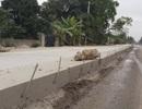 Rợn người với những thanh sắt chĩa ngang dọc đầy đường