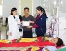 Trao hơn 68 triệu đồng đến người mẹ bị suy thận