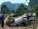Xe ô tô 7 chỗ bị tàu hỏa tông văng xa hàng chục mét