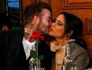 Victoria Beckham tình tứ bên chồng