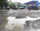 Dân dựng chướng ngại vật chặn xe tải chở đất đá gây ô nhiễm