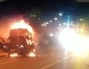 Xe tải bốc cháy trơ khung, tài xế kịp thoát thân
