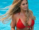 Bianca Gascoigne cuốn hút với bikini đỏ