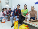 Hoa hậu Hà Kiều Anh, NSND Kim Xuân, siêu mẫu Đức Vĩnh cùng các Mister Việt Nam thăm người già neo đơn