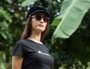 Minh tinh Maggie Q thăm mộ một con gấu ở Tam Đảo