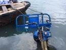 Để mặc xe ba gác lao sông, người đàn ông cứu sống 3 cháu nhỏ đuối nước