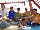 Quảng Bình: Ứng cứu 6 ngư dân bị chìm tàu trên biển