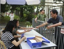 Thương binh xếp hàng mua vé trận Việt Nam gặp Malaysia