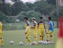 U22 Việt Nam vui vẻ tập ngay cạnh U22 UAE trước trận giao hữu trên sân Thống Nhất