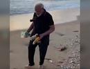 """Video Thủ tướng Ấn Độ nhặt rác trên bãi biển gây """"bão"""" mạng"""