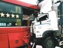 Vụ xe tải đối đầu xe khách: Cú va chạm kinh hoàng trong cơn mưa lớn