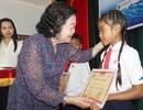 Trao 110 suất học bổng cho học sinh nghèo hiếu học ở Phú Yên