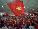 Người hâm mộ ngập tràn cảm xúc khi Việt Nam đánh bại Indonesia trên sân khách sau 19 năm