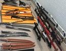 """Nam thanh niên cất giữ cả """"kho"""" vũ khí trong nhà trọ"""