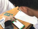 Học sinh làm bài kiểm tra bằng điện thoại: Lạ và lo!