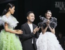 Á hậu Thuý Vân làm vedette show diễn với bộ váy nặng 20kg
