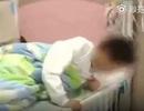 Giáo viên phạt học sinh ăn rác vì trực nhật bẩn