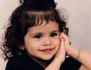 """""""Lịm tim"""" với ảnh thời thơ ấu xinh xắn của nữ ca sĩ Selena Gomez"""