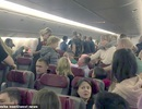 Khách say lao tới cửa thoát hiểm đòi mở khi bay ở độ cao hơn 10.000m