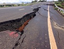 """Xác định """"thủ phạm"""" khiến đường 250 tỷ đồng vừa làm xong nứt toác như động đất"""
