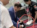 Chủ tịch Huawei bị dân mạng phát hiện đang dùng iPad