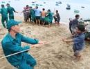 Hình ảnh người dân Ninh Thuận hối hả buộc tàu thuyền, chằng chống nhà cửa