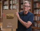 """Bill Gates khoe video mở hộp """"nút vàng"""" Youtube"""
