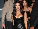 Kourtney Kardashian khoe ngực táo bạo khi đi chơi tối