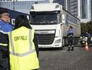Pháp phát hiện 31 người di cư trái phép trong xe tải