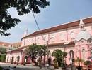 Khách nước ngoài đổ xô tham quan nhà thờ màu hồng ở Sài Gòn