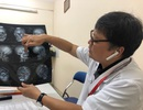 """Hà Nội: Bệnh nhân ảo giác giật tóc, """"lên gối"""" đánh nữ điều dưỡng mang bầu 4 tháng"""
