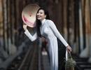 Chuyên gia Makeup Teddy Pham đẹp mơ màng trong tà áo dài bên cầu Long Biên
