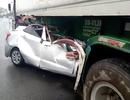 Ô tô con rúc hẳn vào gầm xe đầu kéo, 2 người tử nạn