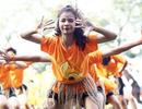 """Học sinh trường Chu Văn An """"đổi ngôi"""": Nam nhảy cổ động, nữ đá bóng nhiệt tình"""