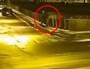 Video giáo sư Nga nghi vứt ba lô chứa xác người tình xuống sông