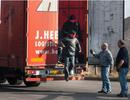 Chiêu bài dùng xe tải đưa di dân vào Anh của các băng đảng buôn người