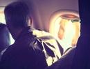 Bất bình với hành khách treo tất lên cửa sổ máy bay để hong khô